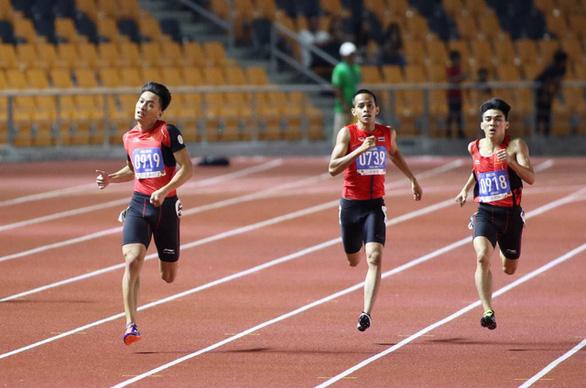 Kình ngư Huy Hoàng đua với cầu thủ Quang Hải - Ảnh 3.