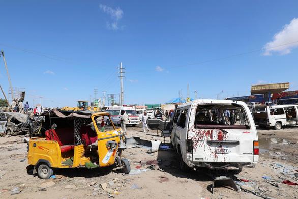 Xe chở sinh viên trúng bom, gần 100 người chết - Ảnh 3.