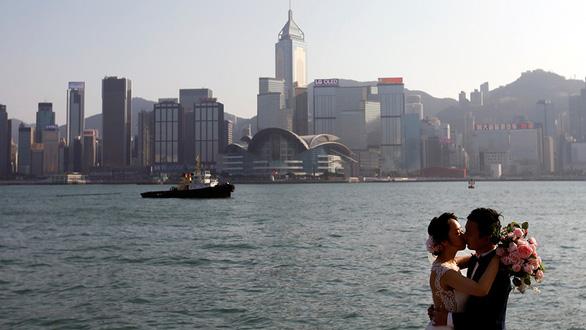 Công dân quốc tế ở Hong Kong: đi hay ở? - Ảnh 1.