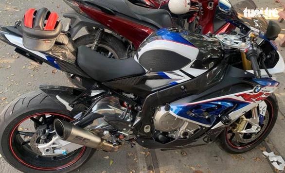Vụ trộm môtô BMW: Chủ xe nhận tin nhắn lạ báo xe ở bãi đất trống, bảo đến lấy - Ảnh 2.