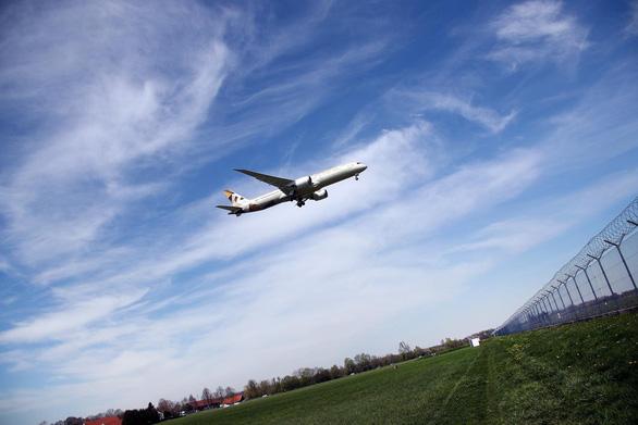 Tại sao nhiều chuyến bay quốc tế cứ vòng vèo? - Ảnh 1.