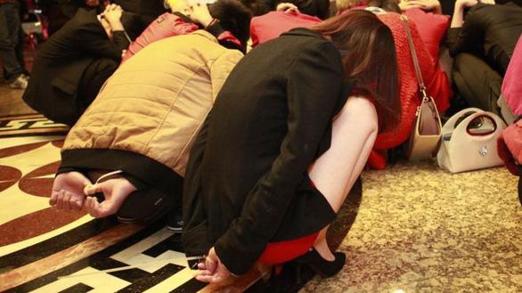 Trung Quốc thả hết gái mại dâm đang bị giam giữ trong trại - Ảnh 1.