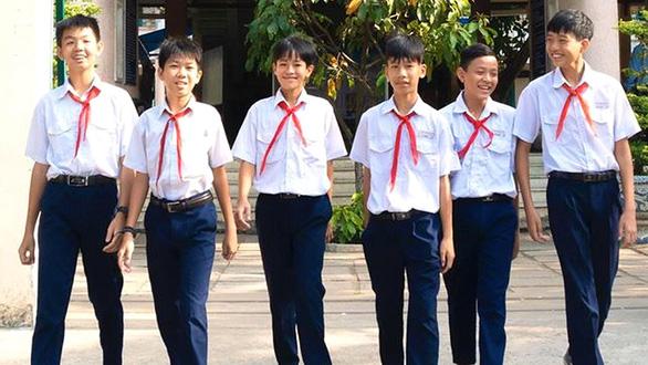 Khen thưởng học sinh ở TP.HCM trả lại 21 triệu cho người đánh rơi - Ảnh 1.