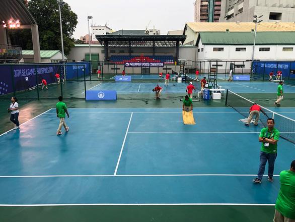 Quần vợt SEA Games bị hoãn 4 lần vì trời mưa bão - Ảnh 3.