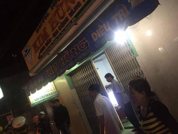 Tấn công vợ chồng chủ tiệm vàng để cướp giữa trận bóng đá U22 Việt Nam - Singapore - Ảnh 4.