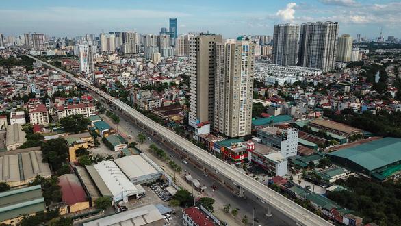Ùn tắc giao thông ở Hà Nội: xóa chỗ này, mọc chỗ khác - Ảnh 1.
