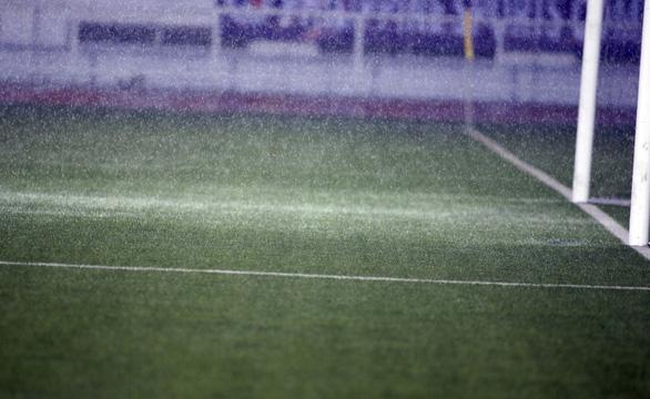 Mưa lớn trở lại, sân Rizal ngập nước gây lo lắng cho U22 Việt Nam - Ảnh 9.