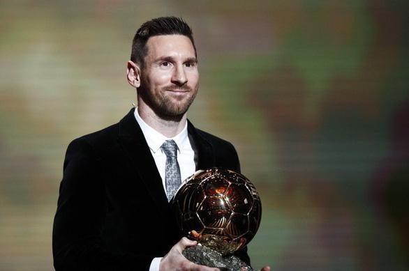 Đánh bại Van Dijk, Messi lập kỷ lục giành 6 Quả bóng vàng - Ảnh 1.