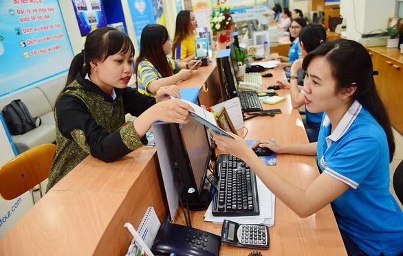 Giá vé máy bay tết Canh Tý: Khách hàng hoa mắt, xuất ngoại còn rẻ hơn - Ảnh 1.