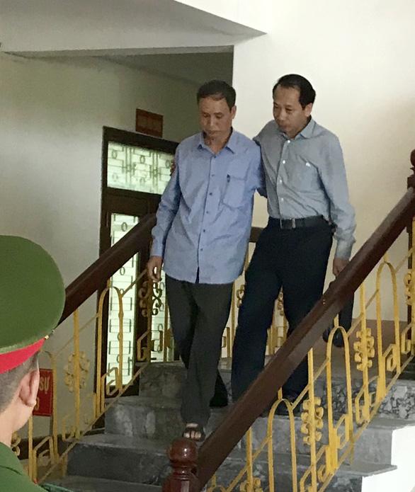 Gian lận thi cử: Kỷ luật phó chủ tịch HĐND tỉnh và phó trưởng đoàn ĐBQH Hà Giang - Ảnh 2.