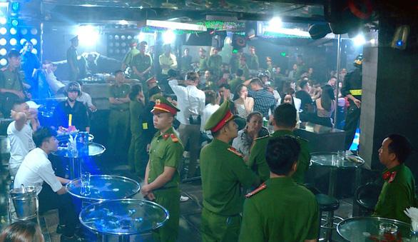 Tạm giữ nhiều người phê ma túy trong vũ trường Lodge ở Nha Trang - Ảnh 1.
