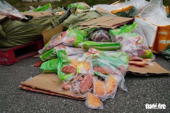 Phát hiện gần 5 tấn nội tạng thối trong container của siêu thị - Ảnh 4.