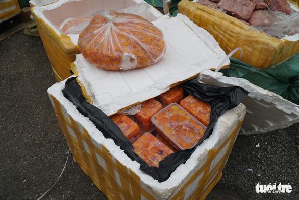 Phát hiện gần 5 tấn nội tạng thối trong container của siêu thị - Ảnh 5.