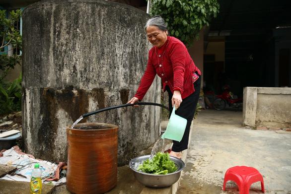 Người dân thị trấn Nghèn vui mừng đón nước sạch về - Ảnh 7.