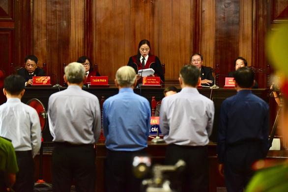 Cựu phó chủ tịch UBND TP.HCM Nguyễn Hữu Tín lãnh 7 năm tù - Ảnh 1.