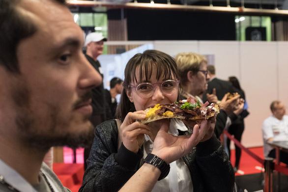 Bánh mì kẹp thịt được ưa chuộng trở lại ở Pháp - Ảnh 2.