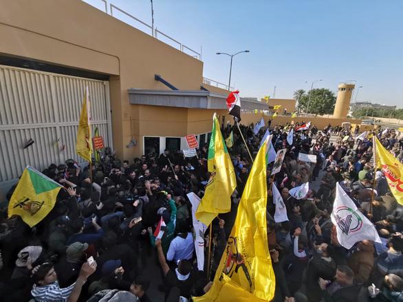 Mỹ sơ tán đại sứ quán ở Iraq vì biểu tình - Ảnh 1.