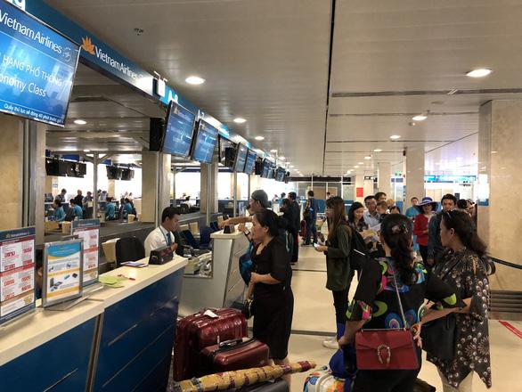 Vietnam Airlines tăng phí, giá vé máy bay Tết tiếp tục tăng - Ảnh 2.