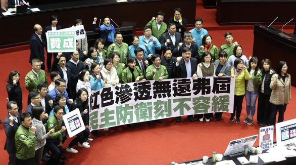 Đài Loan chính thức thông qua luật chặn sự can thiệp từ Trung Quốc - Ảnh 1.