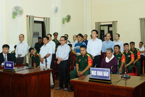 Nhóm cán bộ quốc phòng buôn xăng giả bị tuyên án trong đêm - Ảnh 1.