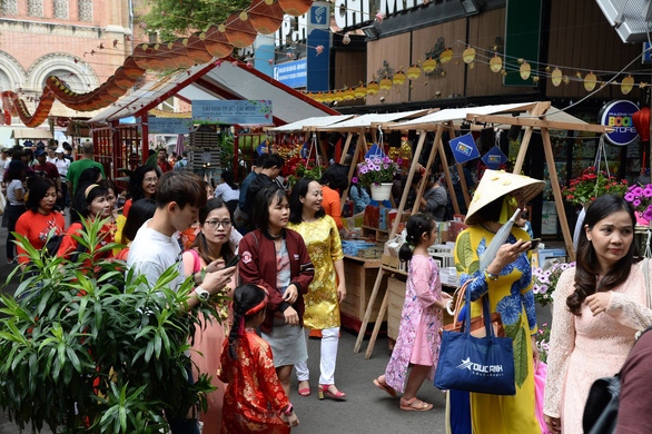 Lễ hội đường sách Tết Canh Tý: Điều kỳ diệu từ sách - Ảnh 2.