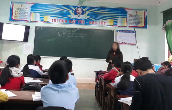 Hàng trăm giáo viên bị cắt hợp đồng do chờ xét đặc cách viên chức - Ảnh 1.