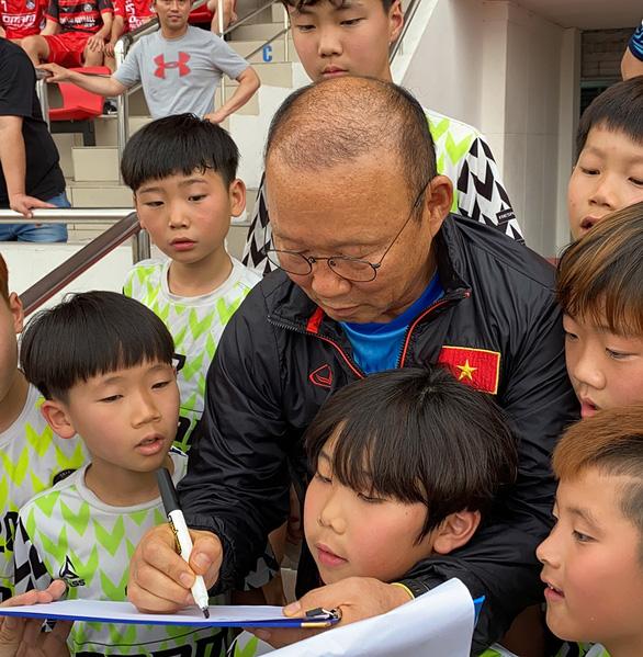 Sang Thái chuẩn bị VCK U23 châu Á, U23 Việt Nam đầy quyết tâm - Ảnh 4.