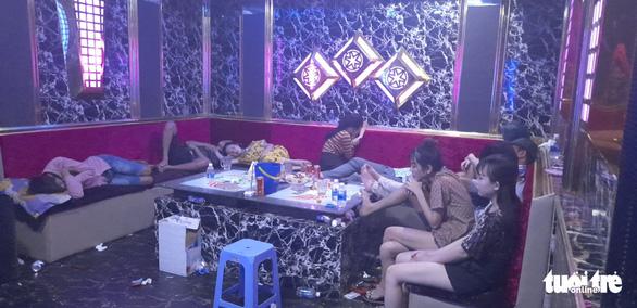 Gần 30 nam nữ thuê quán karaoke tổ chức tiệc ma túy tập thể - Ảnh 1.