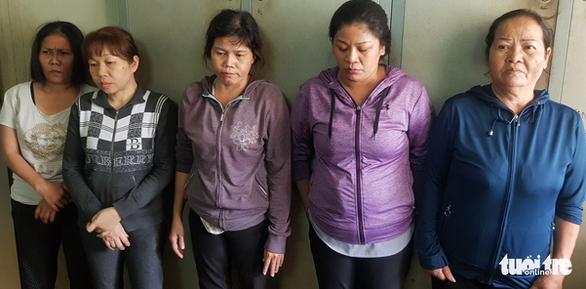 Bắt nhóm dàn cảnh móc túi tại Bệnh viện Phạm Ngọc Thạch - Ảnh 2.