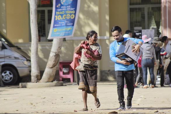 Điện Máy Xanh trao 10.000 nồi cơm điện cho người nghèo dịp tết - Ảnh 2.