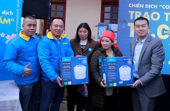 Điện Máy Xanh trao 10.000 nồi cơm điện cho người nghèo dịp tết - Ảnh 6.
