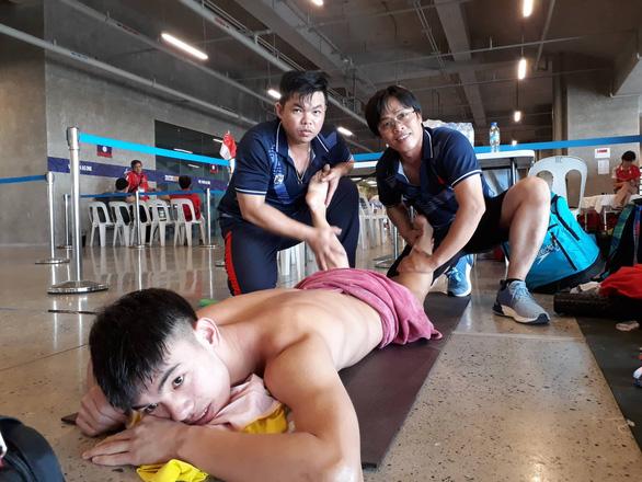 Cận cảnh kình ngư Huy Hoàng được chăm sóc tận răng sau khi thi đấu - Ảnh 6.