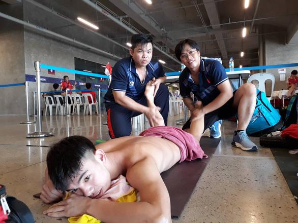 Cận cảnh kình ngư Huy Hoàng được chăm sóc tận răng sau khi thi đấu - Ảnh 4.