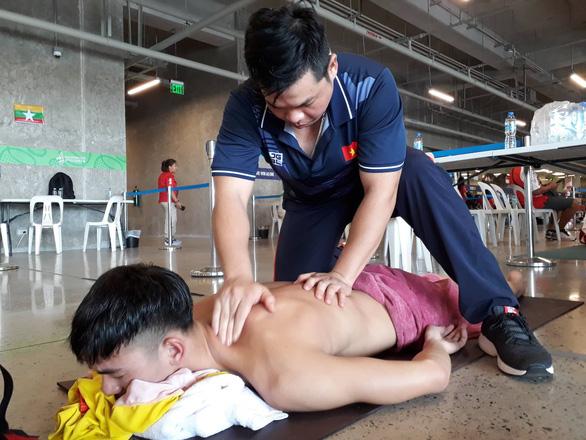 Cận cảnh kình ngư Huy Hoàng được chăm sóc tận răng sau khi thi đấu - Ảnh 1.
