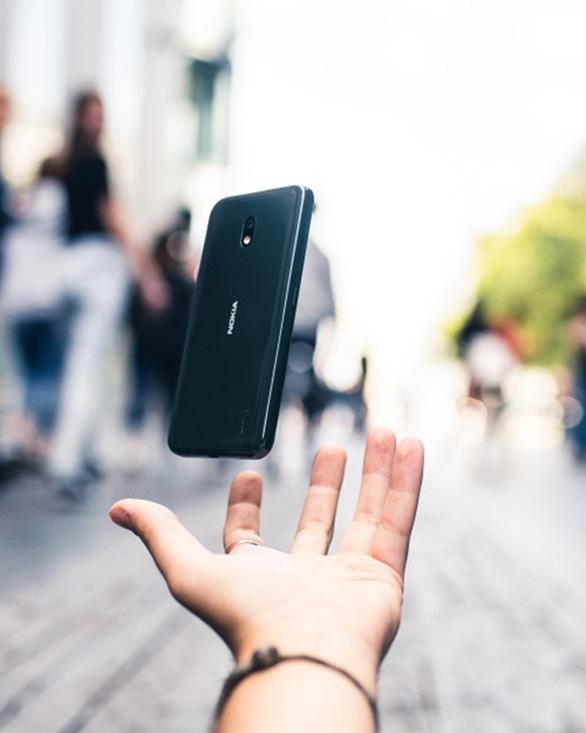 Sự bùng nổ của smartphone phân khúc thấp trong năm 2020 - Ảnh 1.