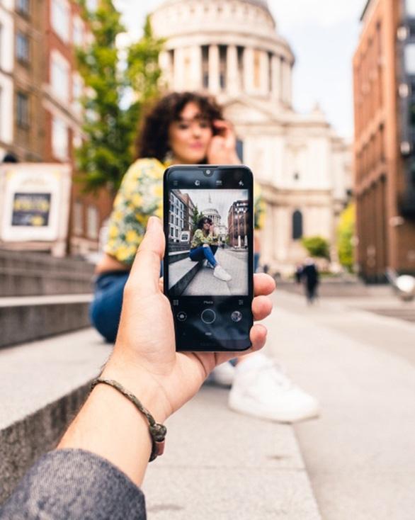 Sự bùng nổ của smartphone phân khúc thấp trong năm 2020 - Ảnh 2.