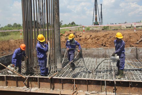 Dự án cao tốc Trung Lương - Mỹ Thuận thi công không nghỉ Tết - Ảnh 1.