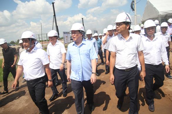 Dự án cao tốc Trung Lương - Mỹ Thuận thi công không nghỉ Tết - Ảnh 4.