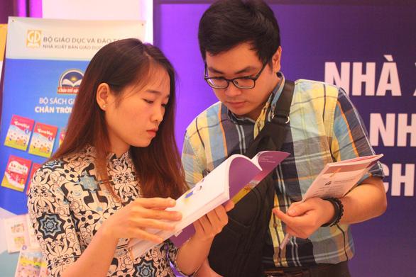 Sở GD-ĐT TP.HCM: Các trường tự mua SGK lớp 1 mới để tham khảo - Ảnh 1.