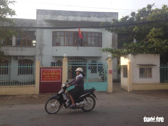 Lãnh đạo huyện Phú Tân bất ngờ khi thư ký tòa án huyện bị bắt - Ảnh 1.