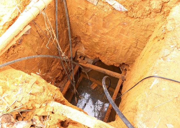 Doanh nghiệp lấy đi hàng tấn vàng, tỉnh phải chi 12 tỉ đồng đóng cửa mỏ - Ảnh 2.