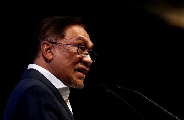 Người kế vị thủ tướng Malaysia bị cáo buộc tấn công tình dục đồng tính - Ảnh 1.