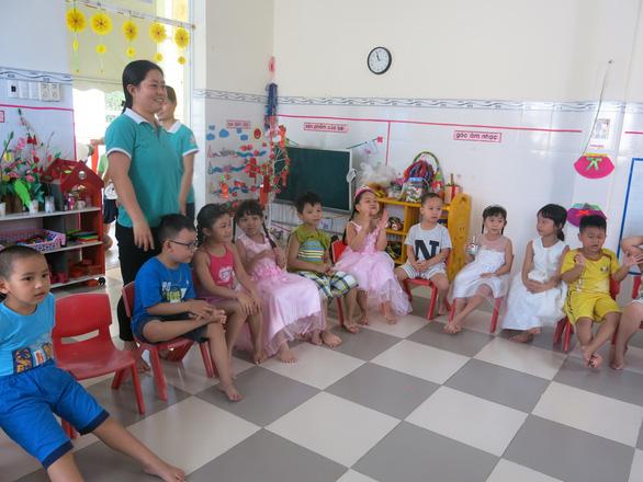 Nhiều học sinh mầm non vô lớp gọi cô giáo là bà - Ảnh 3.