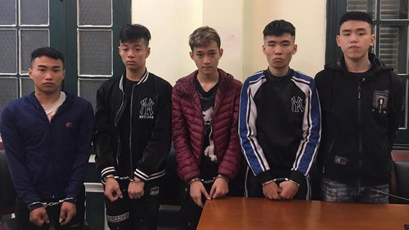 Hà Nội: Bắt giữ nhóm đối tượng chuyên dùng dao cướp trong đêm - Ảnh 1.