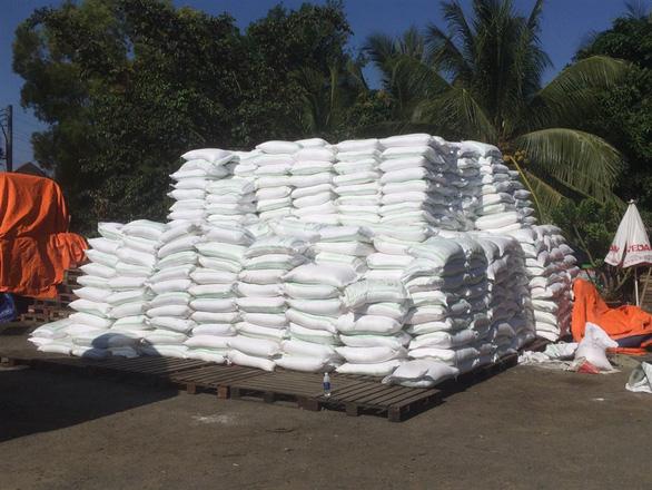 Phá đường dây buôn lậu gần 1.000 tấn đường từ Campuchia về Việt Nam - Ảnh 2.
