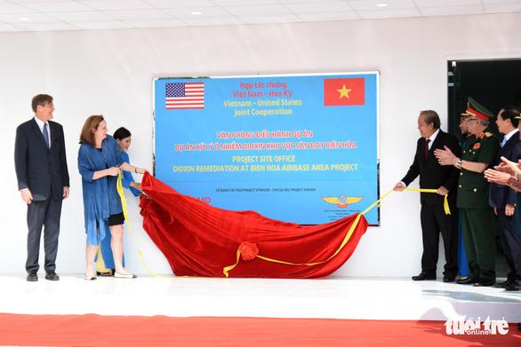 Bắt đầu tẩy rửa điểm nóng dioxin lớn nhất ở Việt Nam - Ảnh 8.