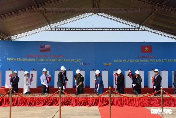 Bắt đầu tẩy rửa điểm nóng dioxin lớn nhất ở Việt Nam - Ảnh 9.