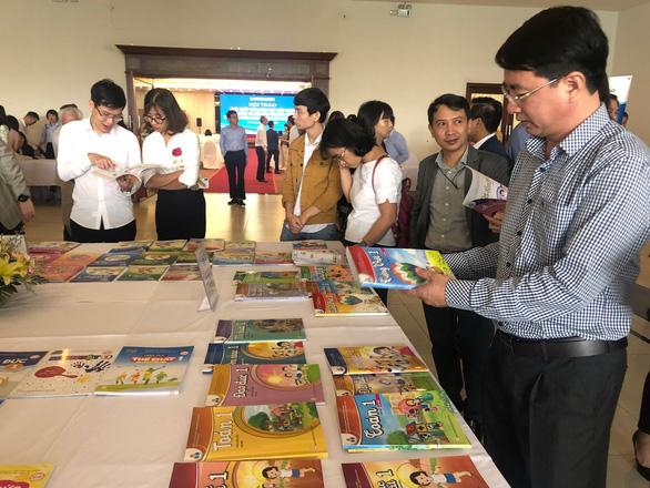 Chỉ phê duyệt sách giáo khoa tiếng Anh có chủ biên người Việt Nam - Ảnh 1.