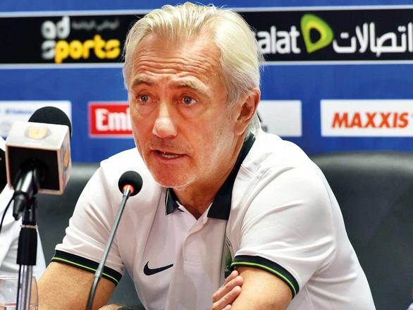 UAE sa thải HLV Bert Van Marwijk - Ảnh 1.
