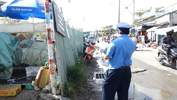 TP.HCM xử phạt 19 nhà thầu do tái lập mặt đường bê bối - Ảnh 1.